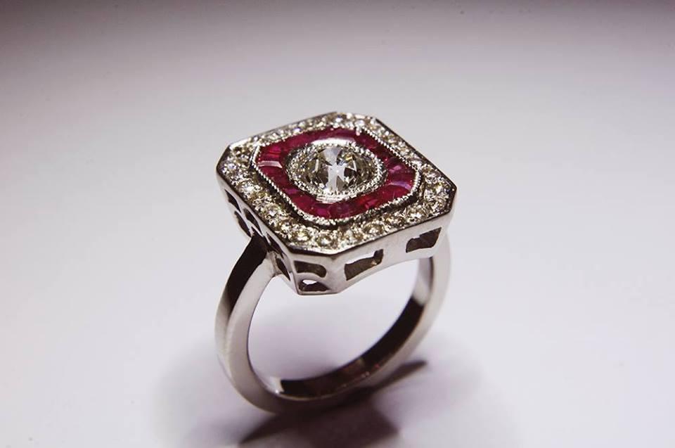 Anillo Diamantes y Rubí